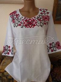 Вишита блузка з бордовим квітковим орнаментом фото