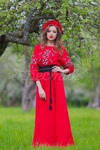 Червона сукня в підлогу на льоні фото