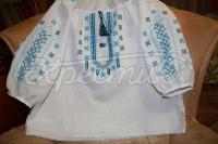 Жіноча вишиванка ручної роботи з блакитною вишивкою