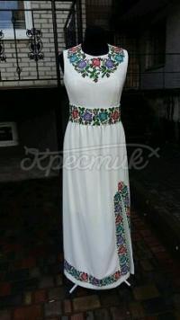 Ніжне жіноче вишите плаття в грецькому стилі фото