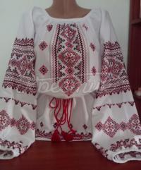 """Женская вышитая блузка """"Цветы и ромбы"""" фото"""