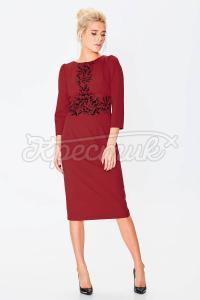 Сукня класичного фасону прикрашена принтом фото