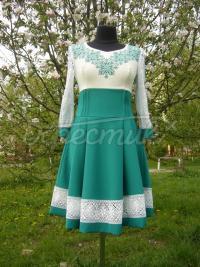 Женское вышитое платье с пышной юбкой фото