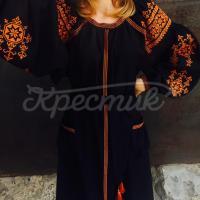 Яскраве жіноче вишите плаття з помаранчевим візерунком фото
