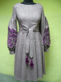 Неймовірне жіноче зимове плаття з вишивкою фото