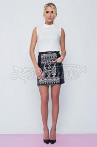 Спідниця з білим орнаментом вишивки з еко-шкіри фото