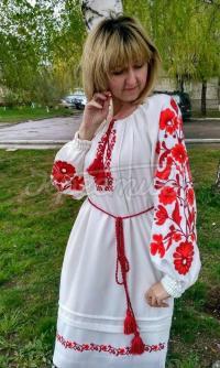 Жіноча вишита сукня з квітковим  орнаментом придбати