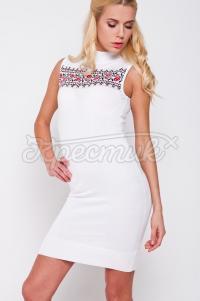 Украинское платье с вышивкой белое приталенное