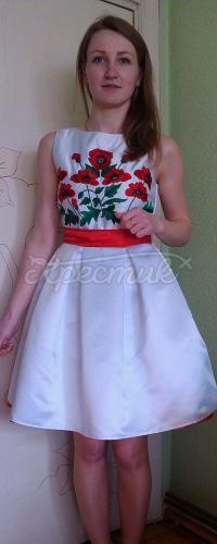 """Вышитое платье для девочки """"Маки"""" фото"""