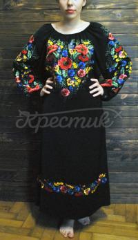 Невероятное вышитое женское платье гладью фото