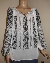Вишита жіноча блузка на маркізеті чорним по білому фото