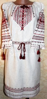 Вышитое женское платье на льне