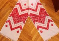 Рушник з червоною вишивкою низинкою