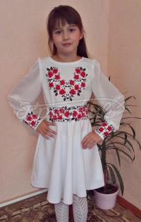 Дитяча вишита сукня ніжні трояндочки фото