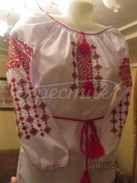 Детская вышиванка с красно-черным узором