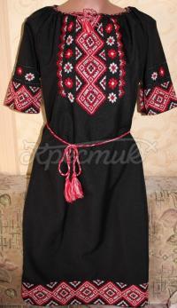 Чорне жіноче плаття з вишивкою