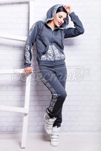 Теплий жіночий український спорткостюм