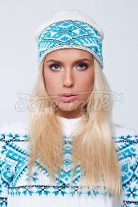 Белая шапочка с голубым зимним узором купить Киев