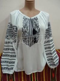 Жіноча вишиванка біла з чорною вишивкою