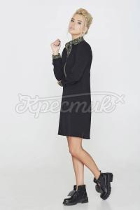 Сукня-сорочка прикрашена геометричним орнаментом фото
