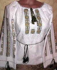 Жіноча вишиванка з орнаментом сварги
