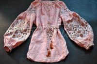 Жіноча  вишиванка з ніжним орнаментом  фото
