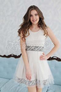 Жіноча весільна сукня з вишивкою фото