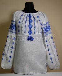 Женская вышиванка с вышитым синим узором