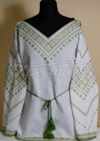 Женская вышиванка с зеленой вышивкой