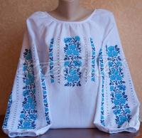 Женская вышиванка цветочная в голубых тонах - ручная работа