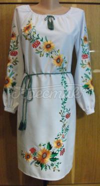 Плаття в українському стилі з вишивкою