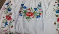 Блузка для дівчинки з вишитими квітами