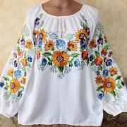"""Женская вышитая рубашка """"Поле цветов"""" фото"""