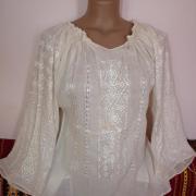 Женская бежевая вышитая блузка на маркизете фото