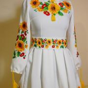 Вишите плаття з пишною спідницею