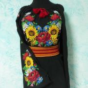 Чорна жіноча вишиванка-туніка з соняшниками і маками