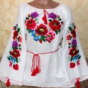 """Вышитая женская блузка """"Цветочное поле"""" фото"""