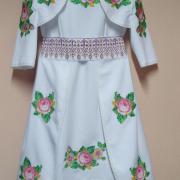 Вышитое платье для девочки фото