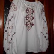 Жіноча вишиванка хрестиком