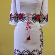 """Жіноча вишита сукня """" Геометричні візерунки та троянди"""" придбати"""