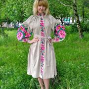 """Невероятное вышитое женское платье """"Розы"""" фото"""