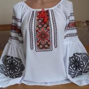 """Женская вышитая блуза с геометрическим орнаментом """"Кая"""" фото"""