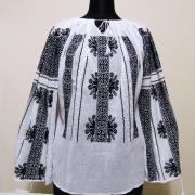 Женская вышиванка на легкой ткани маркизет