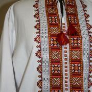 Мужская вышиванка непосредственно на домотканом полотне