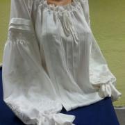 Стильная женская шелковая блузка белым по белому фото