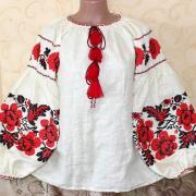 """Вышитая женская блузка на льне молочного цвета """"Маки"""" фото"""