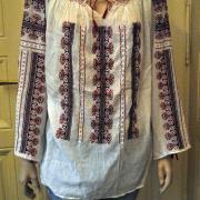 Женская вышиванка с легкой ткани с орнаментом фото