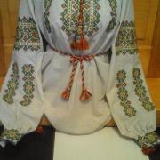 Женская вышиванка с геометрическим орнаментом под заказ