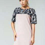 Женское платье с цветочным принтом бежевое фото