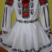 """Дитячий вишитий костюм """" Трояндочка"""" купити"""
